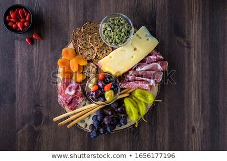 pane · di · frumento · salsiccia · fette · legno · pane - foto d'archivio © digifoodstock