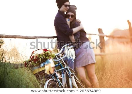 Mutlu çift sabit dişli bisikletler yaz Stok fotoğraf © dolgachov