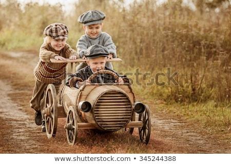 Drie kinderen rijden racing auto weg Stockfoto © colematt