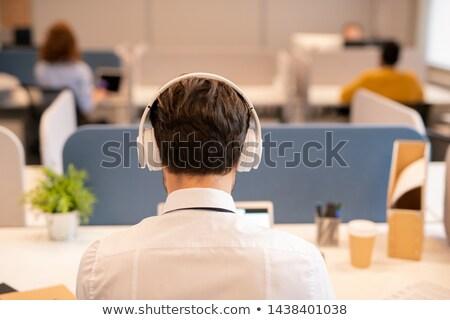 Hátsó nézet iroda alkalmazott drótnélküli fejhallgató ül Stock fotó © pressmaster