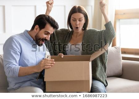 Stock foto: Glücklich · Paar · öffnen · Paket · Feld