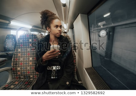Photo stock: Femme · attente · banlieue · gare · potable · café