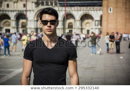 muscular · homem · óculos · de · sol · retrato · sem · camisa - foto stock © stepstock