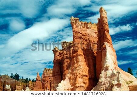 赤 砂岩 岩 青空 白 雲 ストックフォト © PixelsAway