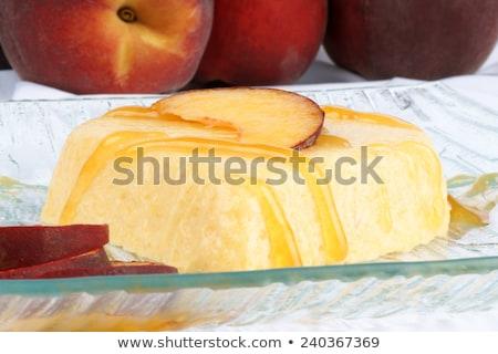 Coração pêssego creme sobremesa molho Foto stock © aladin66