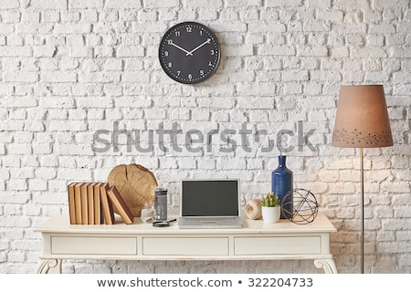 Siyah saat asılı ahşap duvar ev Stok fotoğraf © teerawit