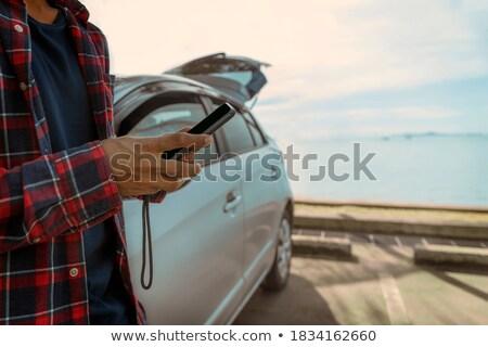 férfi · okostelefon · tengerpart · napos · idő · telefon · tenger - stock fotó © nito