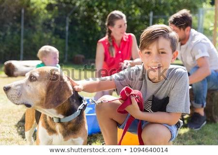 familia · perro · caminando · casa · rural · mujer - foto stock © kzenon