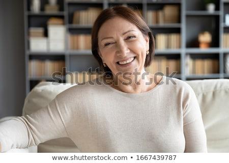 vrouw · glimlachen · sofa · mooie · jonge · vrouw · glimlachend · huis - stockfoto © ilolab