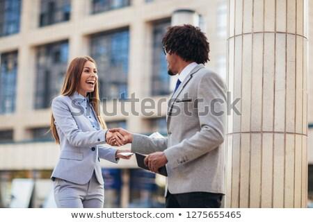 Aperto de mãos fora prédio comercial mulher cidade Foto stock © photography33