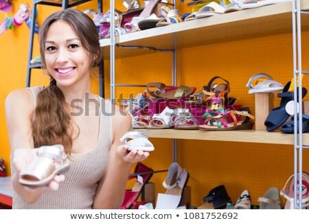 nő · áll · butik · néz · cipők · mosoly - stock fotó © wavebreak_media