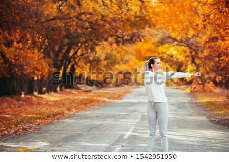 Nő nyújtás alagút sport fitnessz energia Stock fotó © IS2