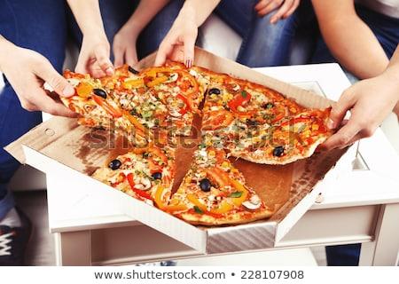 giovane · ragazza · mangiare · pizza · slice · soggiorno · sorridere · ragazza - foto d'archivio © dolgachov