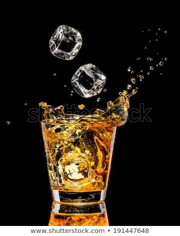 Verre Splash whiskey bouteille table blanche Photo stock © Illia