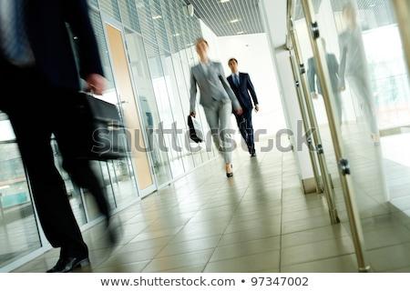 Zakenlieden lopen kantoorgebouw mensen werk corporate Stockfoto © dolgachov