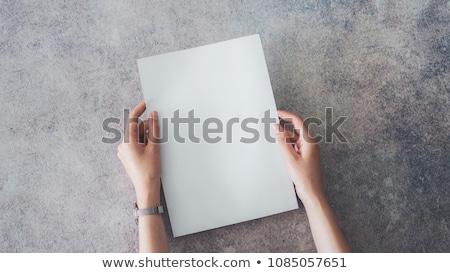 Asia · nina · ocultación · detrás · blanco · tarjeta - foto stock © szefei