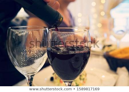 表 · セット · ディナー · 眼鏡 · 花 - ストックフォト © dolgachov