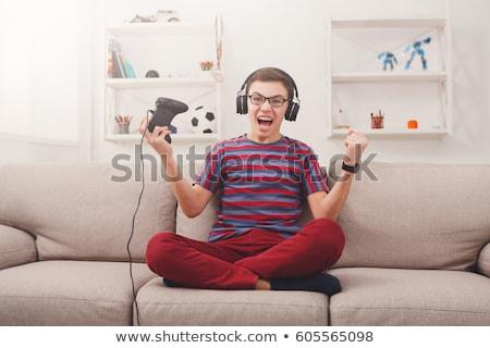 férfi · játszik · játék · asztali · számítógép · hátsó · nézet · fiatalember - stock fotó © kzenon