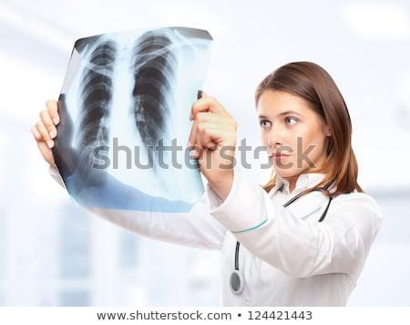 Vrouwelijke arts naar Xray afbeelding witte Stockfoto © Raduntsev
