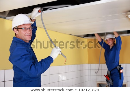 szerszámok · villanyszerelő · biztonság · védőszemüveg · munkavédelmi · sisak · magasra · tart - stock fotó © photography33