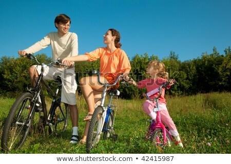 padre · mamma · figlia · biciclette · parco · amico - foto d'archivio © Paha_L