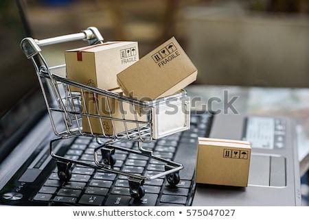ショッピングカート 段ボール ボックス ノートパソコン 小 ノートパソコンのキーボード ストックフォト © AndreyPopov