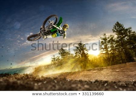 Vuil fiets springen blauwe hemel lucht Stockfoto © Sportlibrary