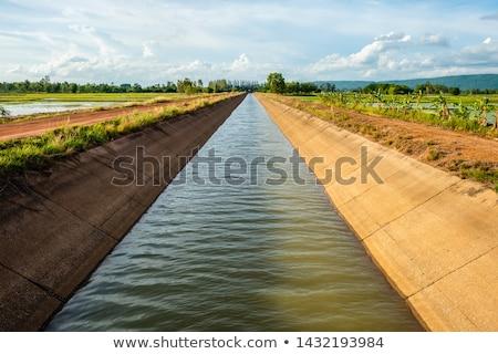 Nawadnianie kanał dolinie konkretnych wody Zdjęcia stock © pancaketom
