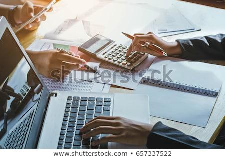 Könyvelés kezek toll számológép papír kéz Stock fotó © fantazista