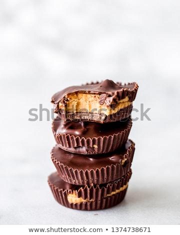 ピーナッツバター · カップ · かむ · チョコレート · 外に · 孤立した - ストックフォト © icemanj