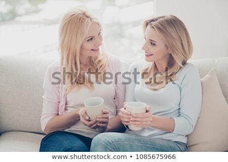 Gelukkig vrouwelijke vrienden drinken cacao home Stockfoto © dolgachov