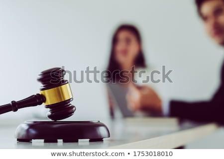 Gabela justiça martelo mesa de madeira juiz cliente Foto stock © snowing