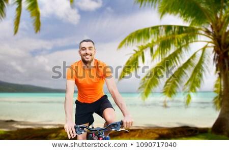 jonge · man · glimlachend · knap · gelukkig · zomertijd · handen - stockfoto © dolgachov