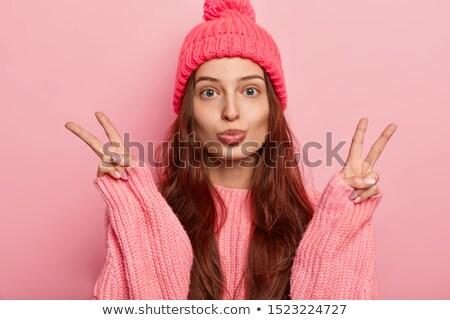 Genç güzel esmer kadın örgü Stok fotoğraf © dashapetrenko