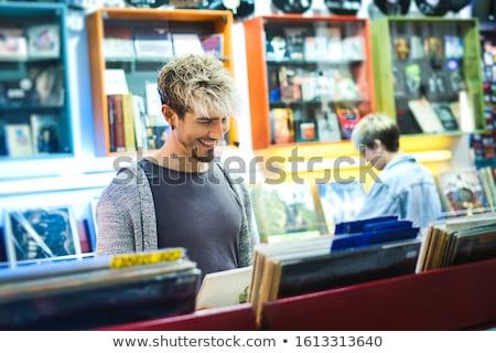 Jonge man kiezen vintage vinyl lp records Stockfoto © diego_cervo