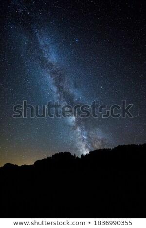 Nori munţi copaci portocaliu verde Imagine de stoc © photoblueice