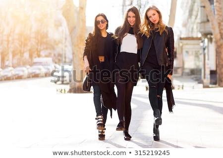 Tre attrattivo giovani ragazze bruna Foto d'archivio © ekapanova