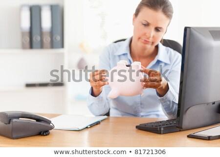 Oficinista vacío alcancía oficina ordenador trabajo Foto stock © wavebreak_media