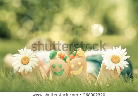 Pareja · piernas · hierba · fondo · verano · verde - foto stock © Paha_L