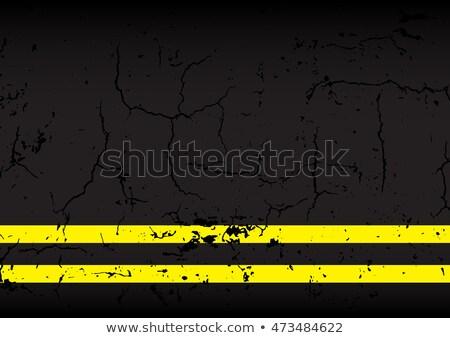 Geel lijn gebarsten asfalt weg stedelijke Stockfoto © stevanovicigor