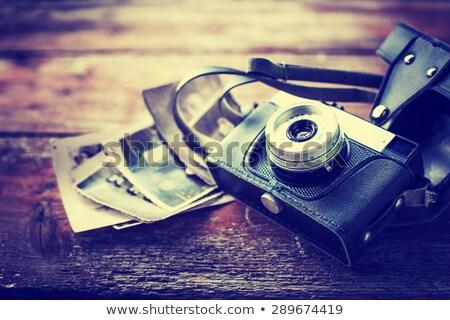 estilo · retro · cámara · mesa · de · madera · placa · foto · marcos - foto stock © stevanovicigor