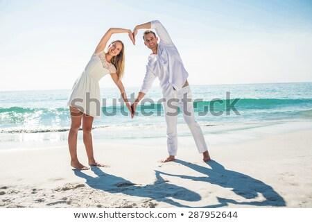 счастливым пару формы сердца рук пляж человека Сток-фото © wavebreak_media