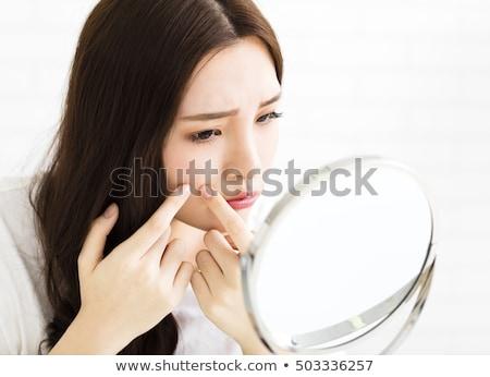 vrouw · puistje · schoonmaken · acne · huid · jonge - stockfoto © dolgachov