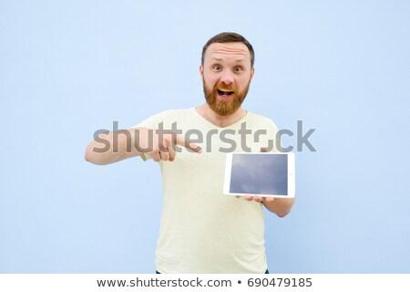 sentado · jóvenes · casual · hombre · tableta - foto stock © deandrobot