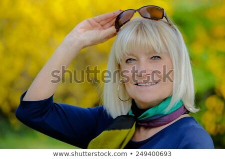 portret · glimlachend · senior · vrouw · bril · vrouwen - stockfoto © FreeProd