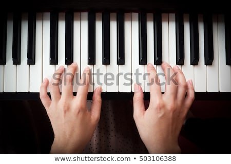 Mains jouer piano peu asian Kid Photo stock © raywoo