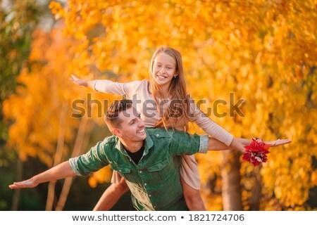 heureux · jeunes · mère · peu · fille · automne - photo stock © dolgachov