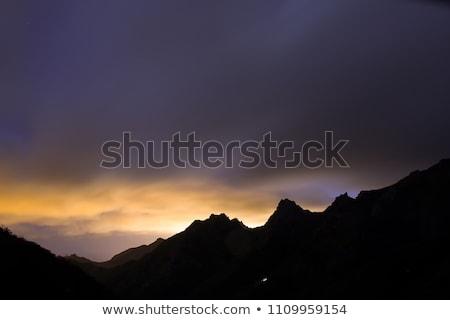 groot · berg · bomen · schoonheid · zonsopgang · eiland - stockfoto © blasbike