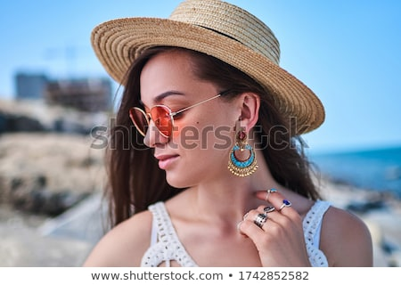 ブルネット · 美 · 着用 · 帽子 · 笑顔 · パーティ - ストックフォト © konradbak