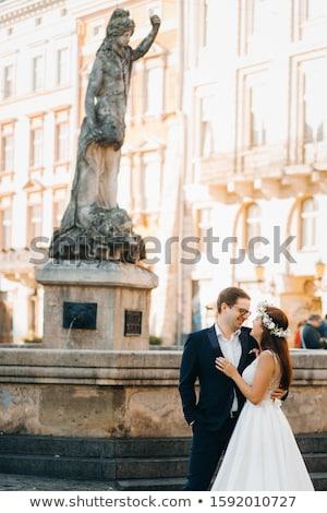 Tenro jovem noiva vestido branco coroa em pé Foto stock © deandrobot